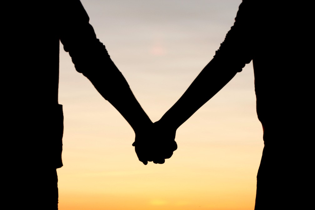 Friends-holding-hands-images-HOLDING-HANDS.jpeg